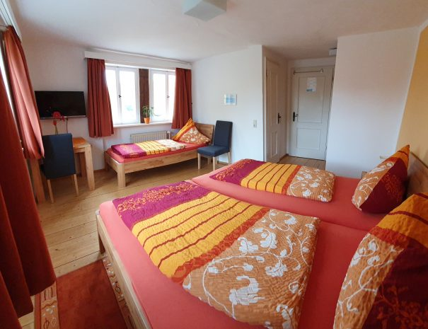Dreibettzimmer Zimmer komplett