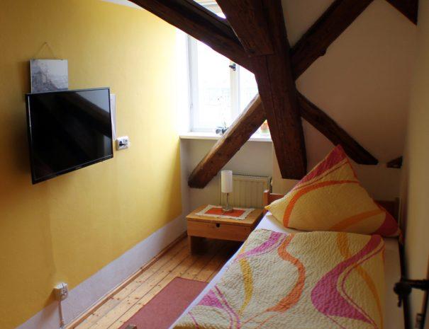 Einzelzimmer mit Fernseher
